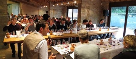 The two guided wine tasting sessions are for a limited number of 40 people. We advise pre-registration